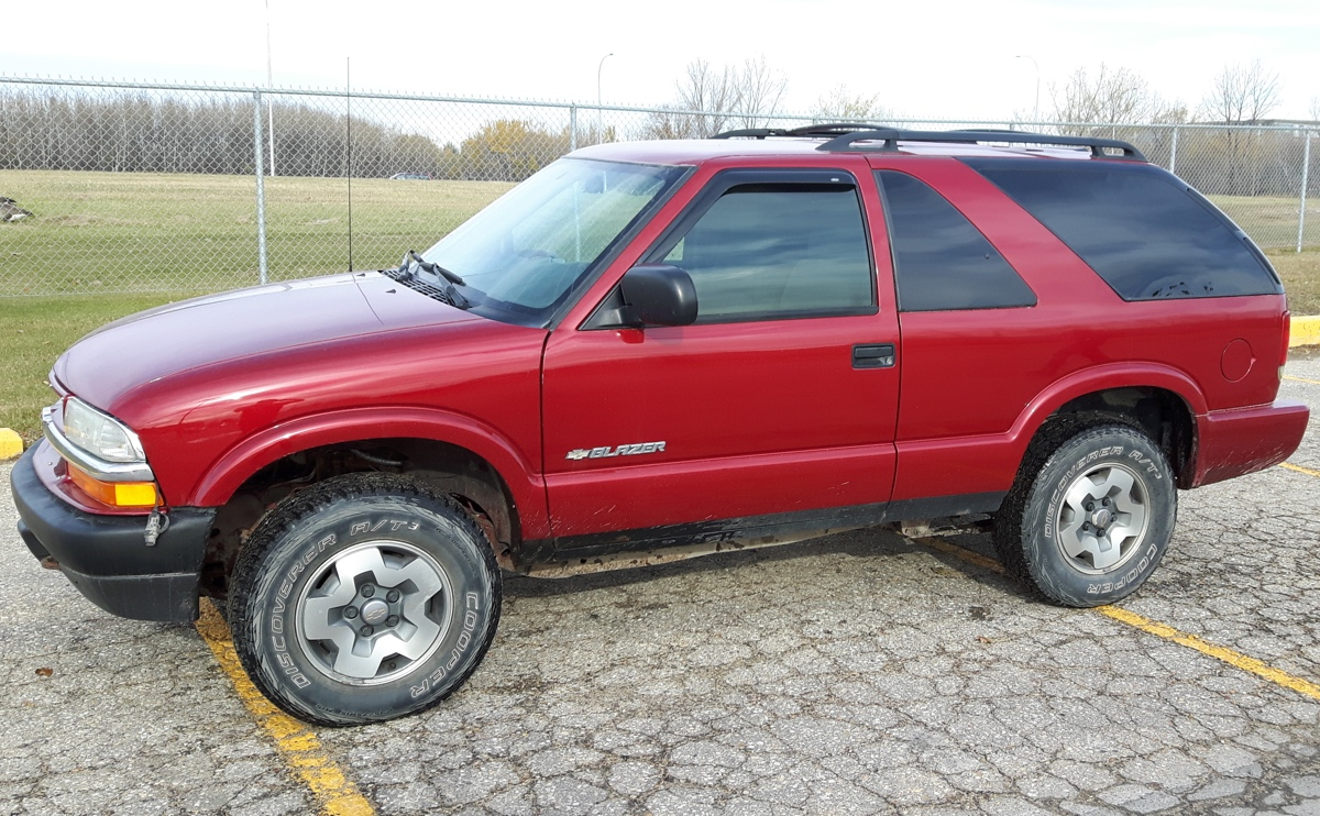 Victory Red 2005 GM Chevrolet Blazer