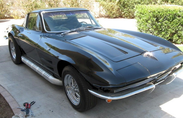 Tuxedo Black 1964 GM Corvette 