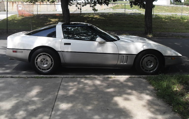 White 1986 GM Corvette 