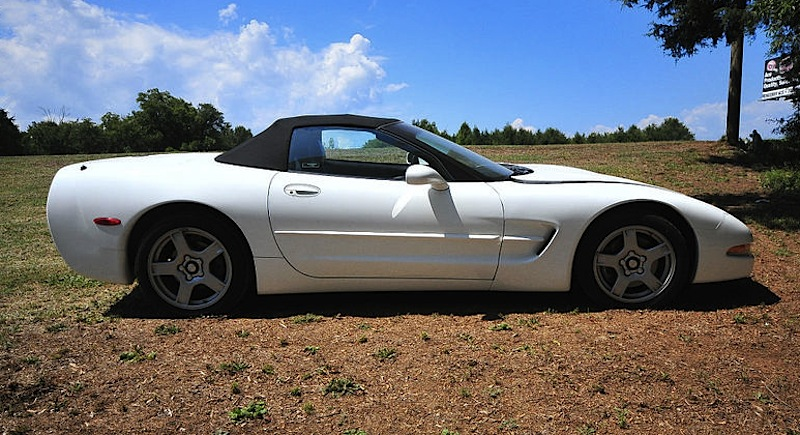 Arctic White 1998 GM Chevrolet Corvette