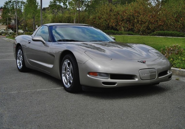 Light Pewter 1999 GM Chevrolet Corvette
