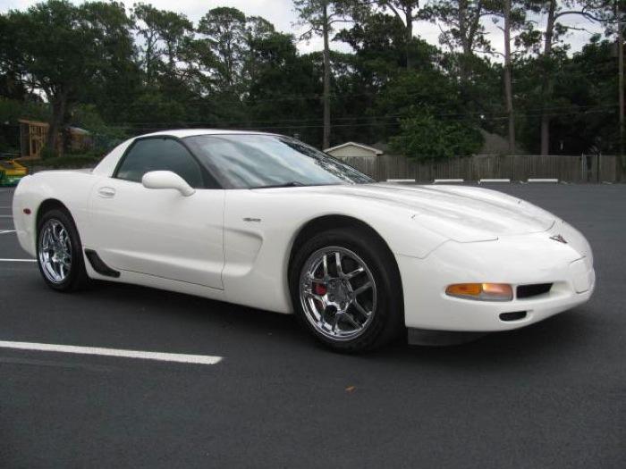 Speedway White 2001 GM Chevrolet Corvette