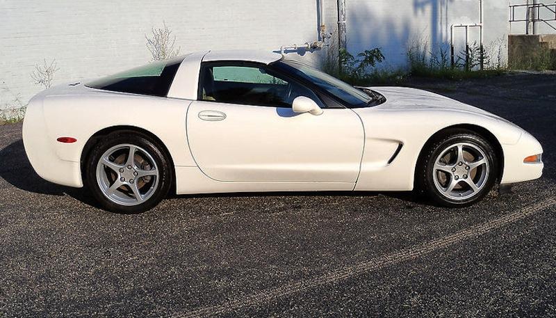 Speedway White 2002 GM Chevrolet Corvette