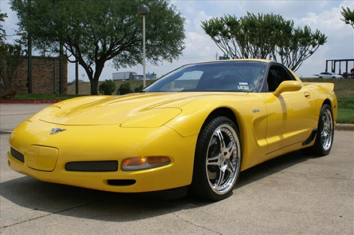 Milenium Yellow 2003 GM Chevrolet Corvette