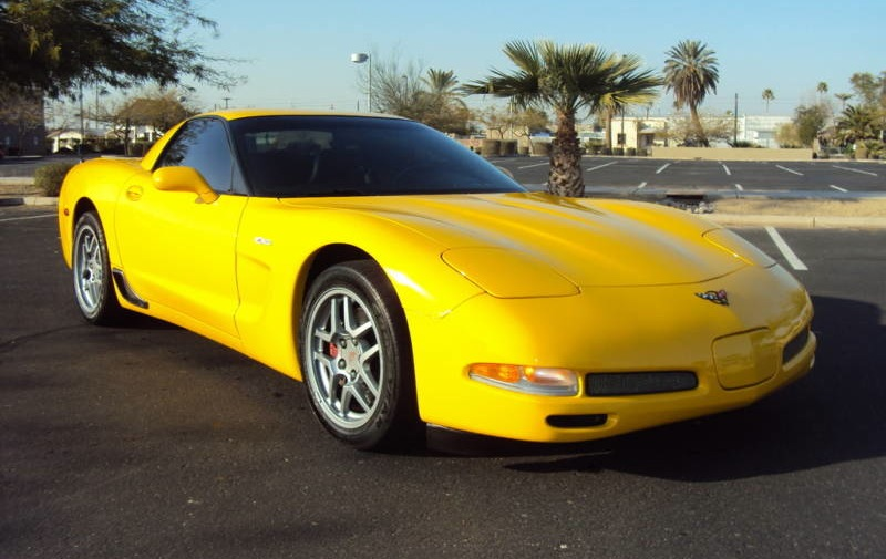 Milenium Yellow 2004 GM Chevrolet Corvette