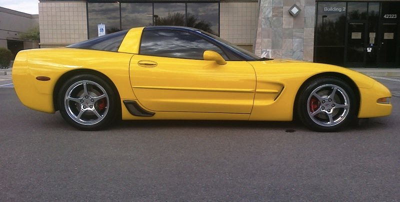 Milenium Yellow 2001 GM Chevrolet Corvette