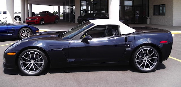 Example of Night Race Blue paint on a 2013 GM Corvette