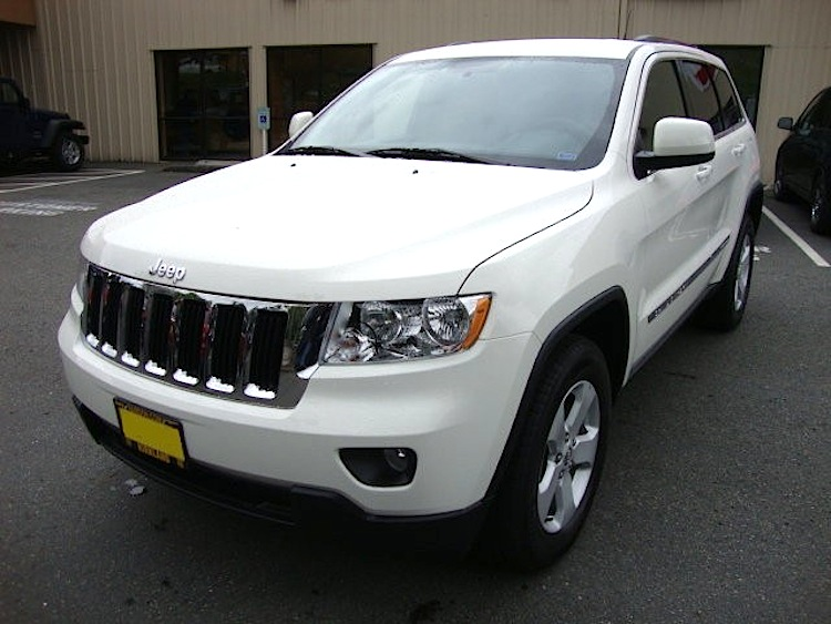 Stone White 2011 Jeep Grand Cherokee Laredo