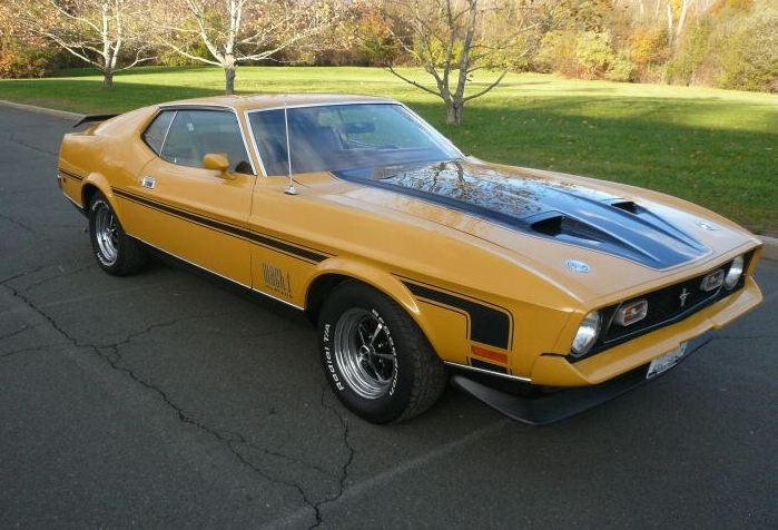 Medium Yellow Gold 1972 Ford Mustang
