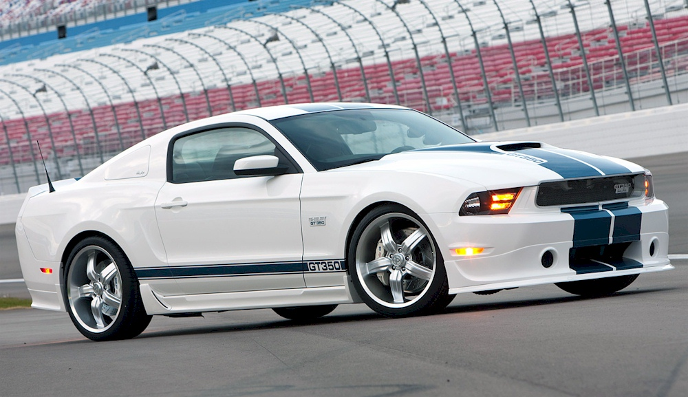 Performance White 2011 Ford Mustang