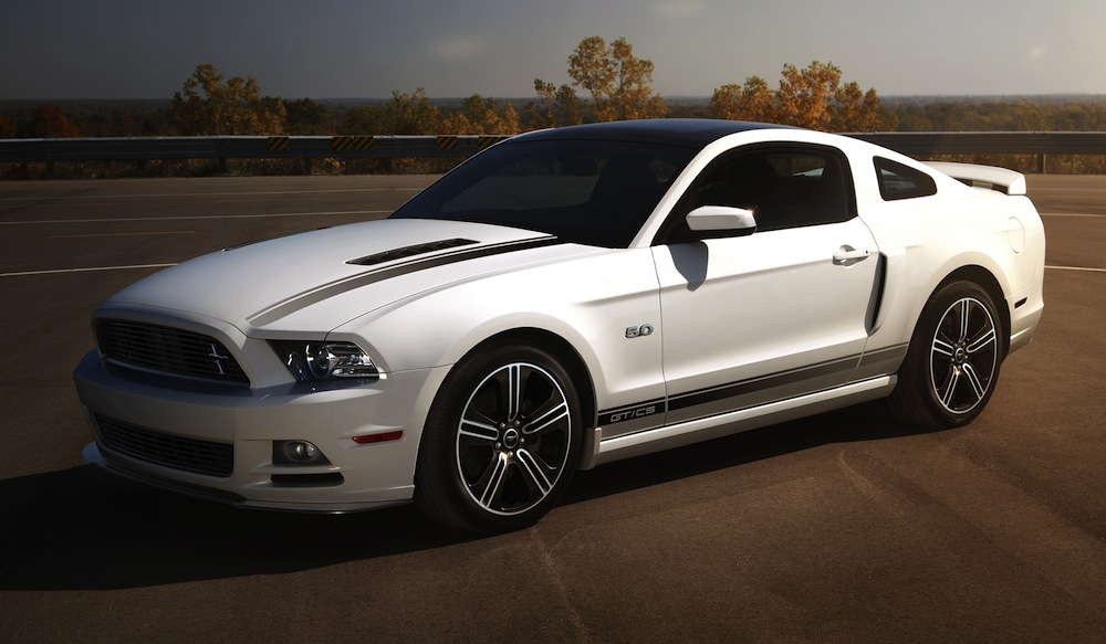 Performance White 2013 Ford Mustang
